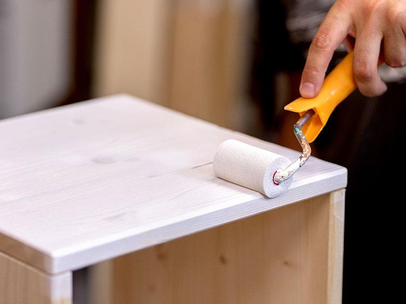 heimwerken kleben basteln bauen diy uhu kleber beistelltisch bemalen