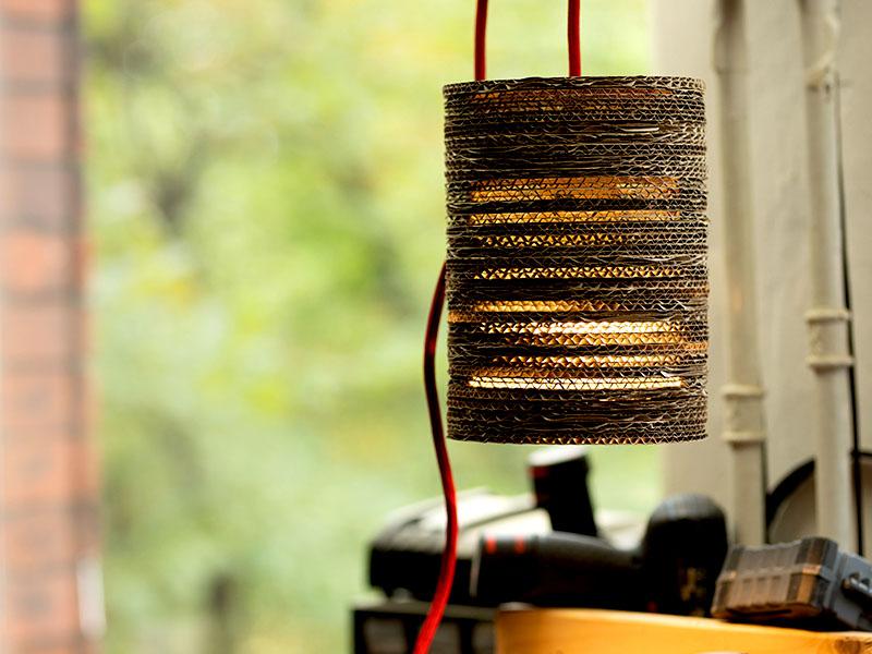 heimwerken kleben basteln bauen diy uhu kleber lampe aus karton papplampe papierlampe